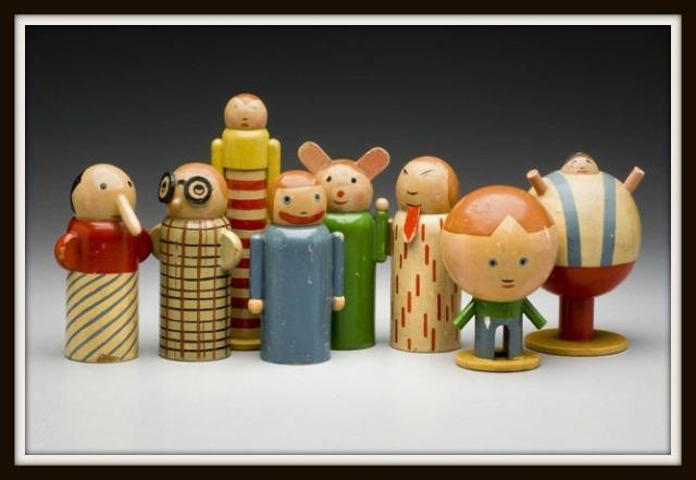 Personaggi in legno del 1930 realizzati dal cecoslovacco Minka Podhájská.